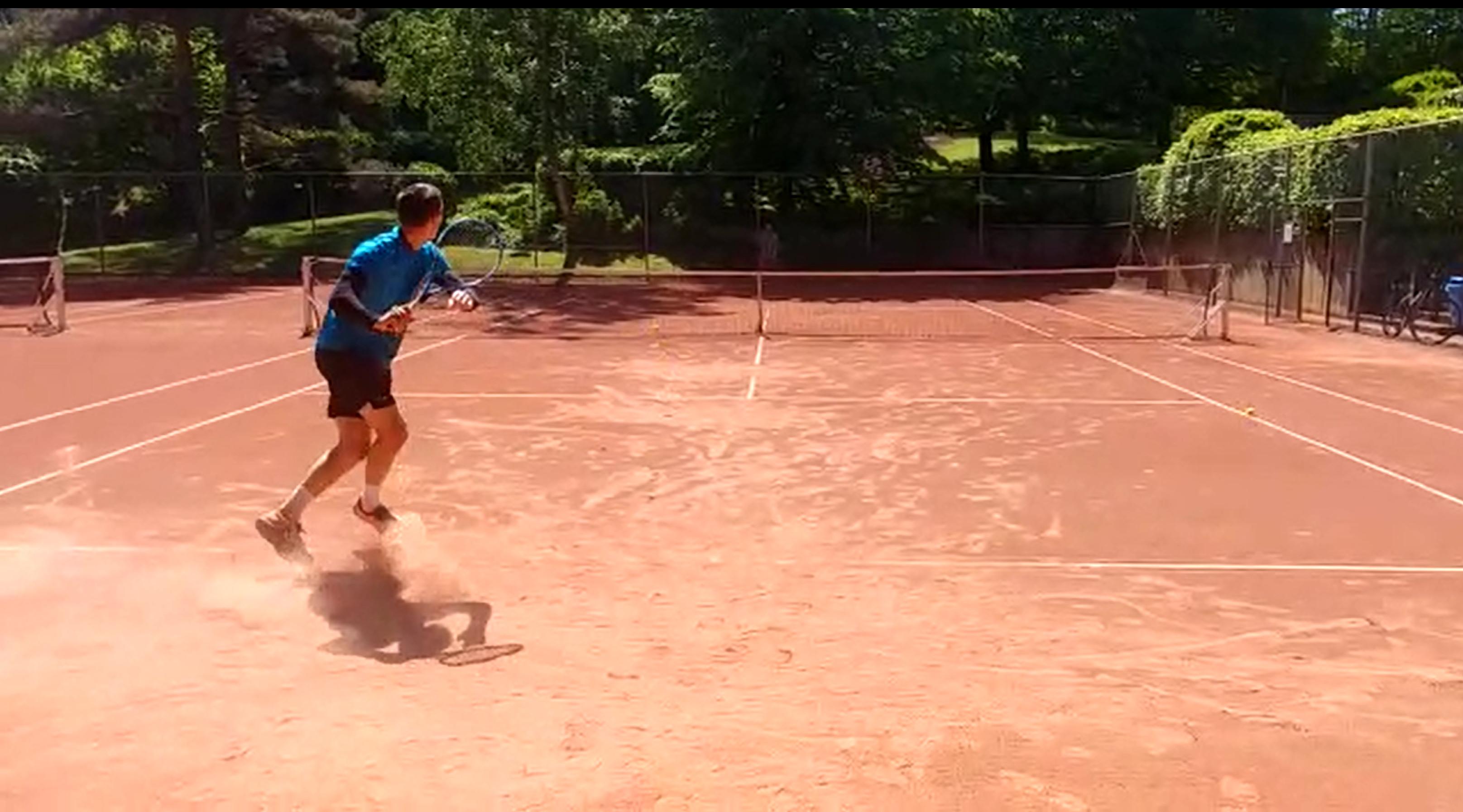 enfant tennis apprendre